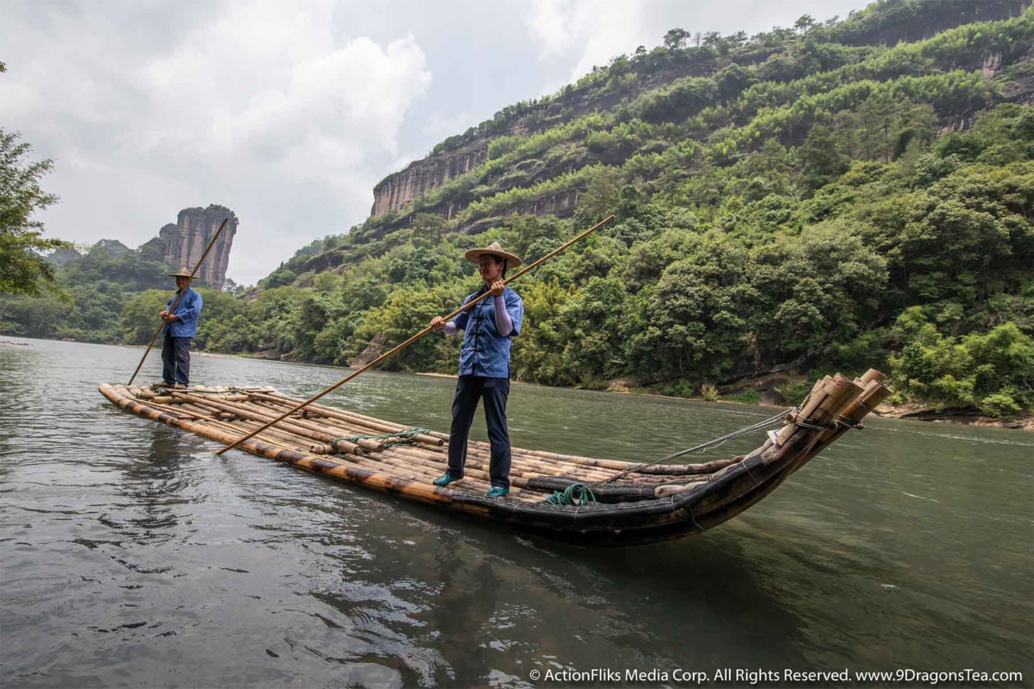 ActionFliks 9 Dragons Tea Signature Wuyi People Wuyi Landscape River Rafting Couple 359A5124