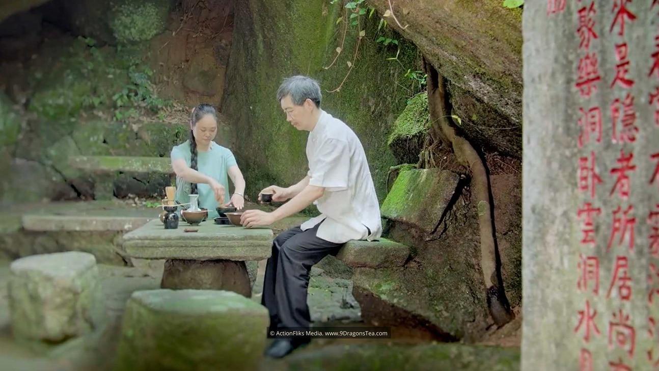 featured image Blog Origin of Matcha Green Tea couple whipped tea ceremony